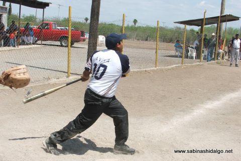 Vladimir Ávila de Yankees en el softbol del Club Sertoma
