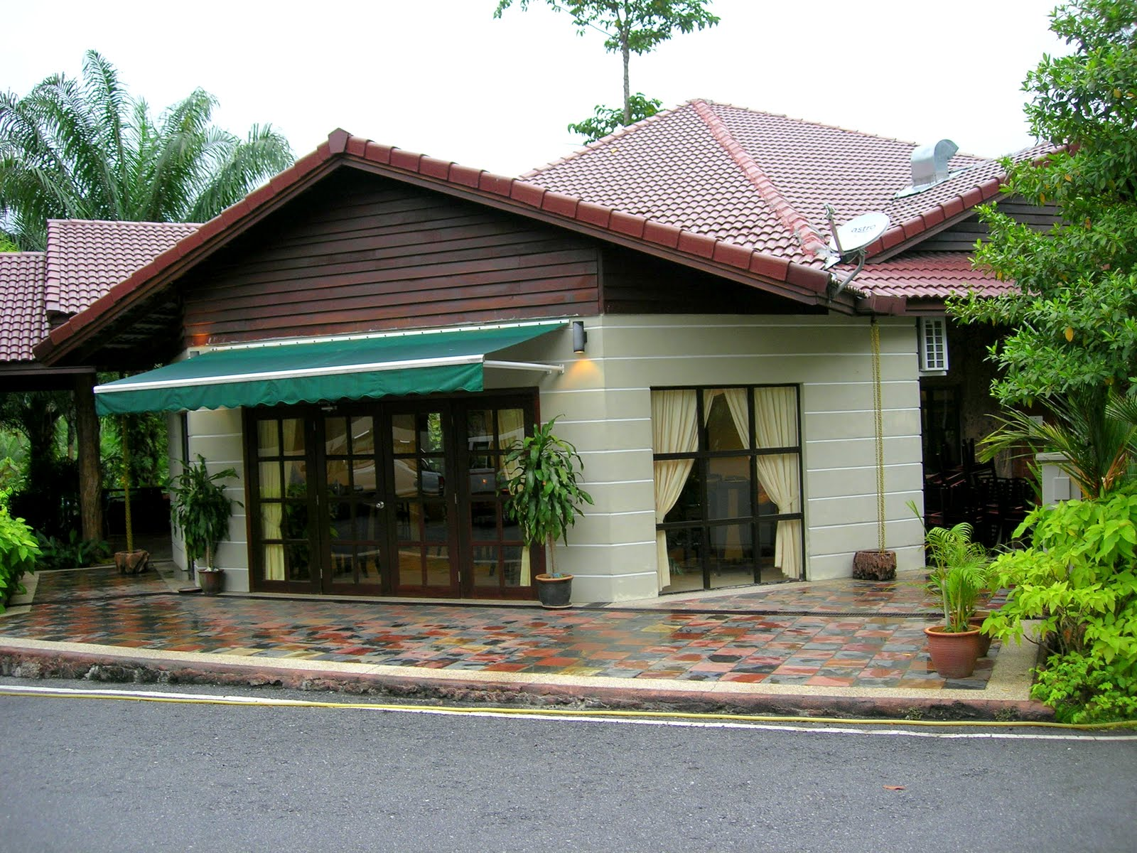 Sungai klah hot springs - Restaurant And Cafe Near The Bungalows