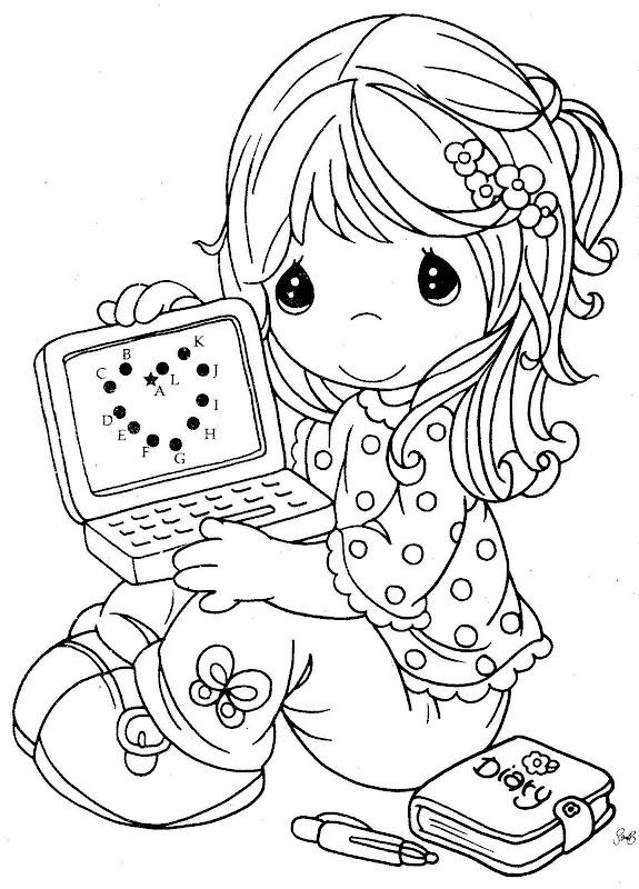 Una niña jugando computador en dibujo para colorear - Imagui