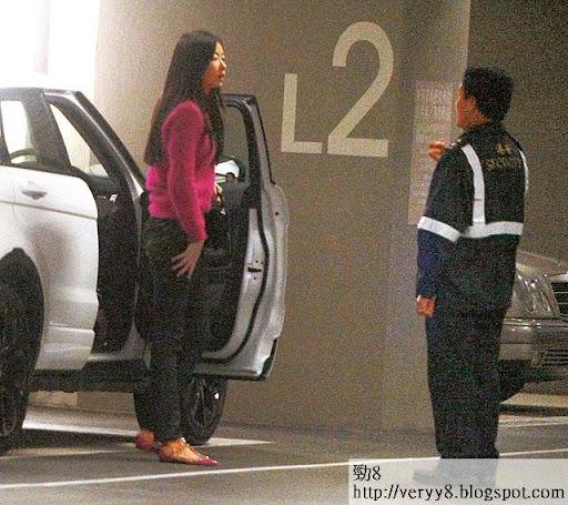 唔熟新竇環境 <br><br>搬屋個幾月,但 Lynn對新居停車場的環境依然不熟悉。當日她揸車兜了幾個圈才搵到自己的車位,落車後更不停向保安問東問西。