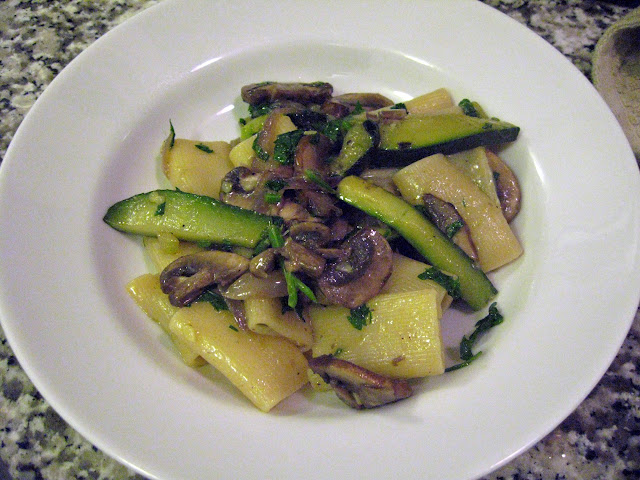 Rigatoni with zucchini, mushrooms, and red onion