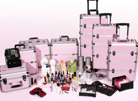 vários tamanhos de maletas para guardar maquiagem
