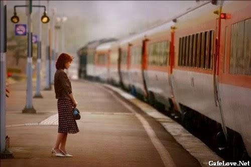 Hình ảnh cô gái xách vali đi về nơi xa vì tình buồn