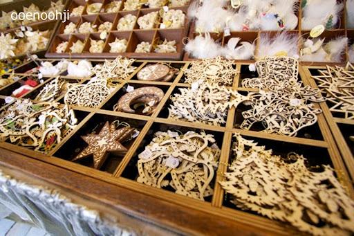 ドイツ・クリスマスマーケットで売っていた木製のオーナメント