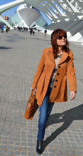 "Color de pelo cobrizo y look ""casual chic"""