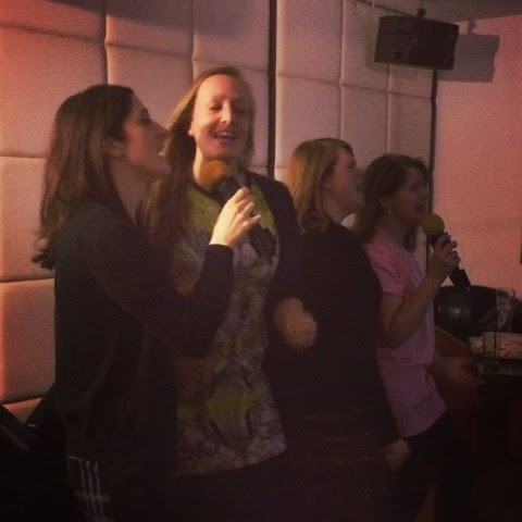 karaoke-london-friends-girls-night