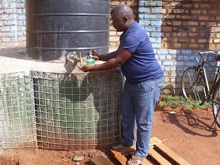 Bien se laver les mains avec du savon, une des mesures de prévention contre le virus Ebola/Photo Stanislas Kayungukalonda Radio Okapi