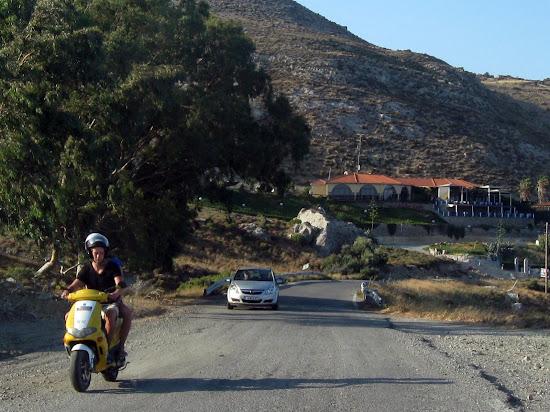 skuter w drodze na termy