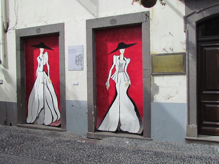 elegance painted in doors - Santa Maria street in old town