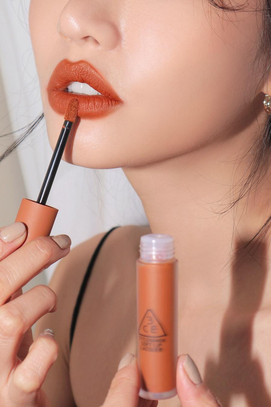 Son kem 3CE Soft Lip Lacquer màu Tawny Red (cam đất)