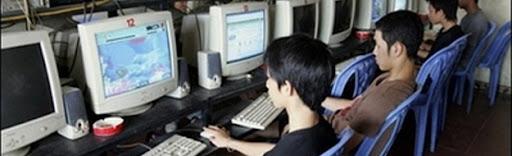 """.::เยาวชนไทยเล่นเกมออนไลน์ พ่วงปัญหา""""ไม่สนใจเรียน""""::. Player-internet-cafe"""