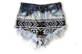 WARDROBE STAPLE: Ombre Shorts | Aztec Ombre Shorts