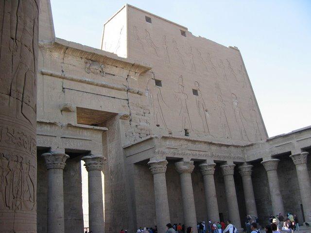 Patio Templo de Horus