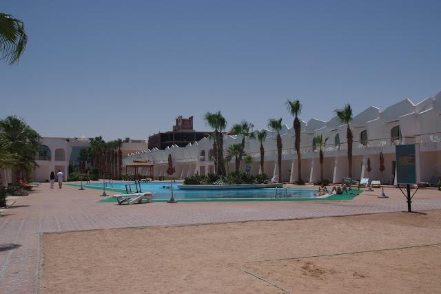 فى مصر الرجل تدب مكان ماتحب ( خاص من أمواج ) 100605-120726-f