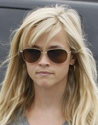 Reese Witherspoon com óculos de sol