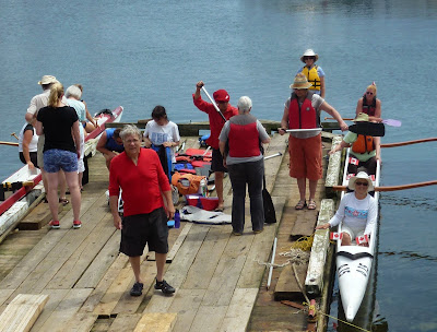 paddlers patiently waiting while new crew gets lessons