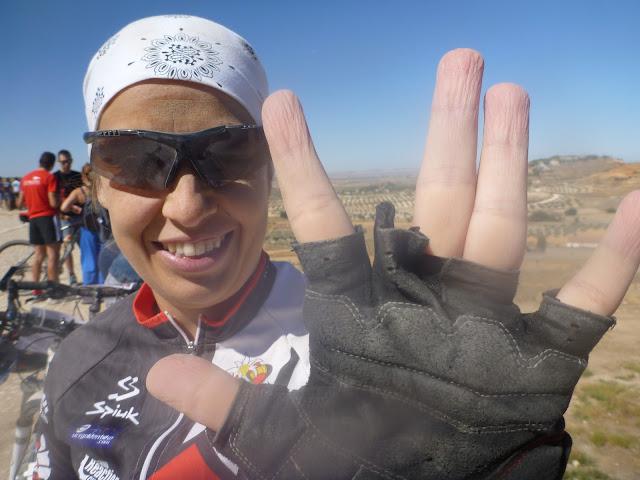 Cómo NO ponerse un guante de bici