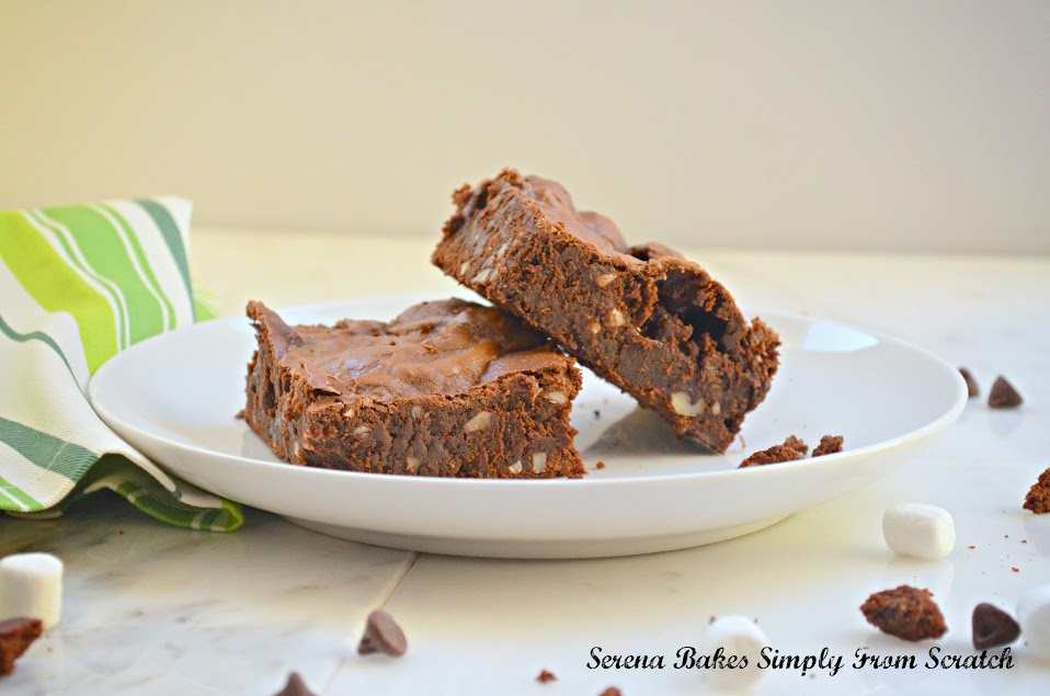 Chewy-Brownies-With-Marshmallows-And-Almonds.jpg
