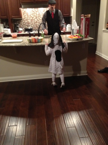 Cheap and easy DIY Snoopy Halloween costume