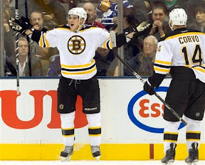 Tyler Seguin celebrates his 3rd goal of the game, getting his 1st NHL hat trick