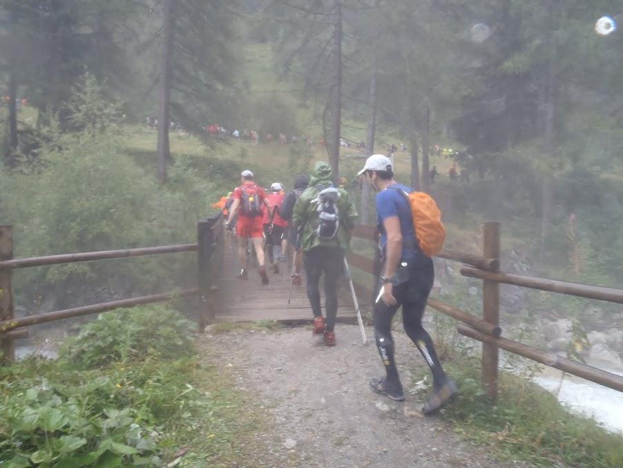 Βροχή και ομίχλη...μούσκεμα ήδη από το 5ο χλμ! Το κρύο θα ερχόταν αργότερα...