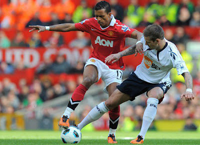 Nani vies with Steinsson during the Barclays Premiership