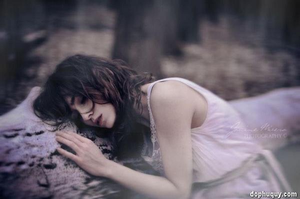 thơ cô gái khóc vì người yêu mất
