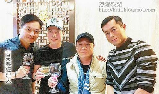 古天樂(右起)、吳志雄、謝天華等邊飲酒邊傾偈。