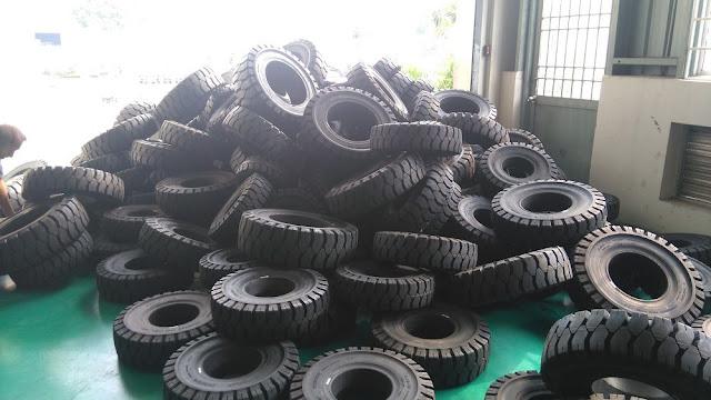 Bánh đặc xe nâng hàng Dunlop tires