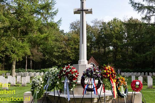 herdenkingsdienst  en een stille tocht naar het Engelse kerkhof 12-10-2014 (91).jpg