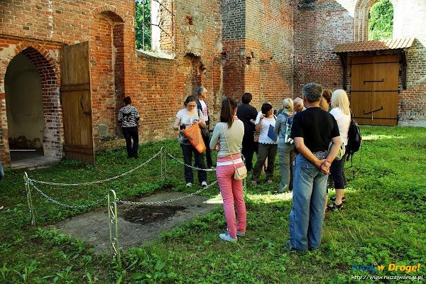Ruiny Kościoła w Ostaszewie - tajemnicza krypta