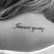 tattoo forever young na nuca
