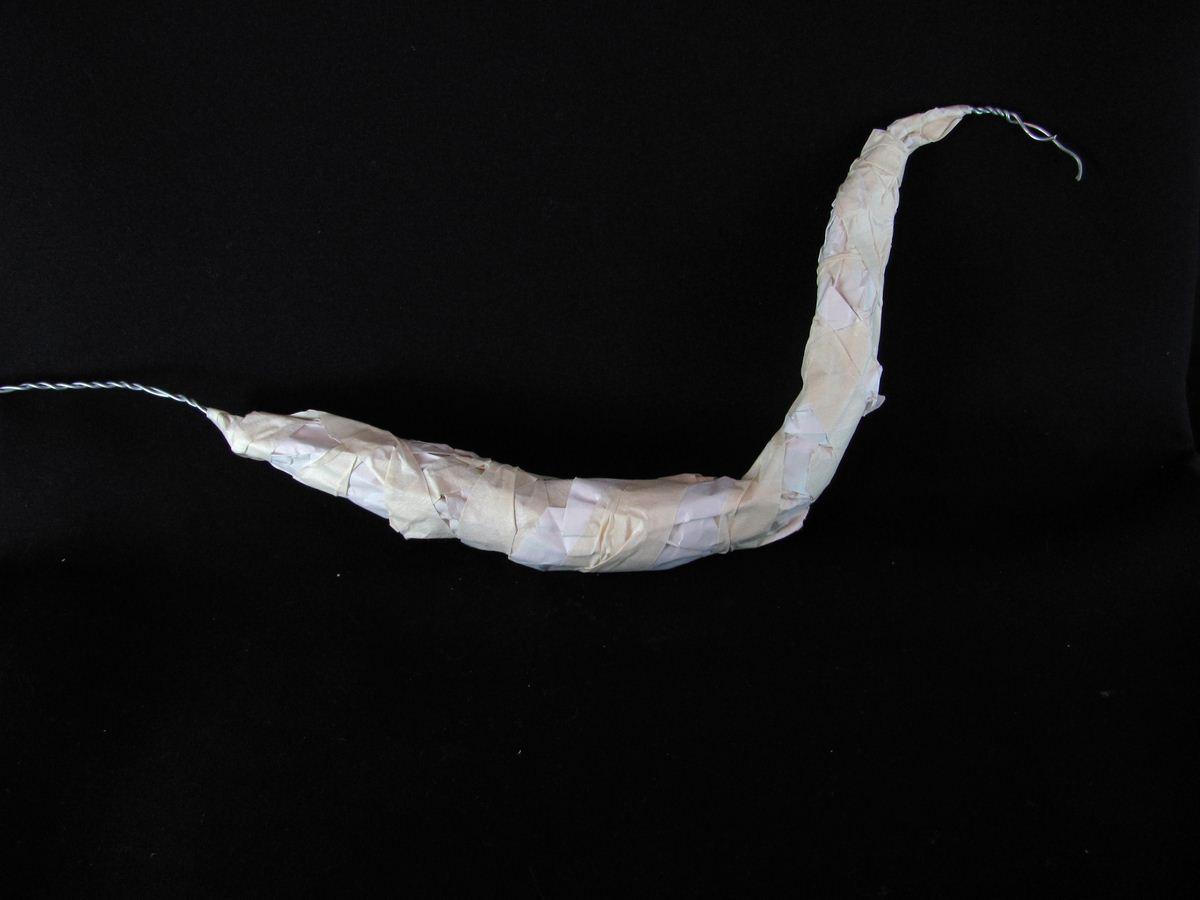 Escultura en arcilla polimérica de un dragón de tierra