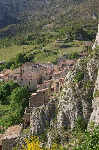 Le village de Rougon vu du rocher de sa citadelle