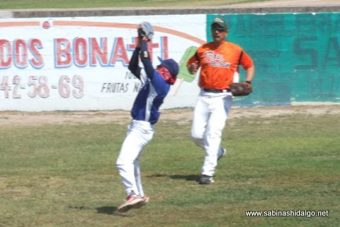 Mizael Ayala en el softbol dominical
