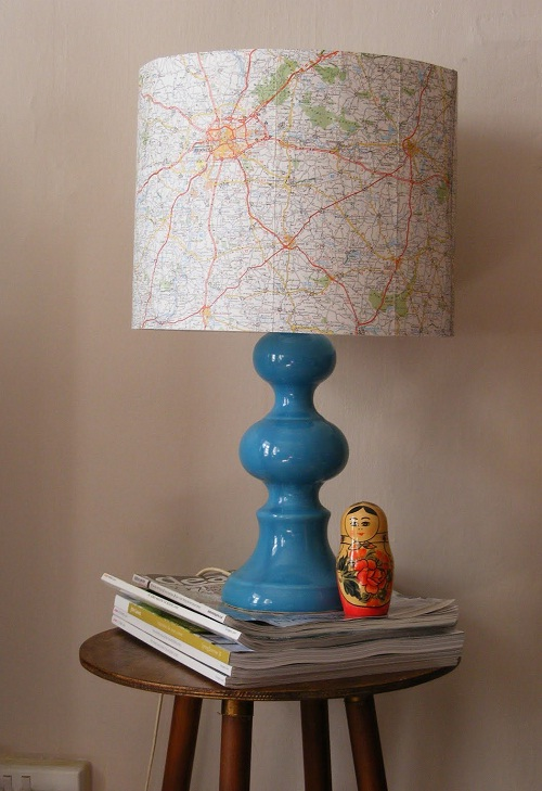 abajur com cúpula de mapa