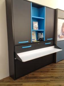 Cama plegable con escritorio incorporado