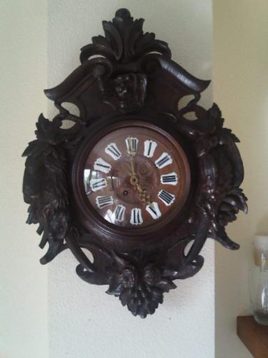Fantástico reloj de pared,en madera,