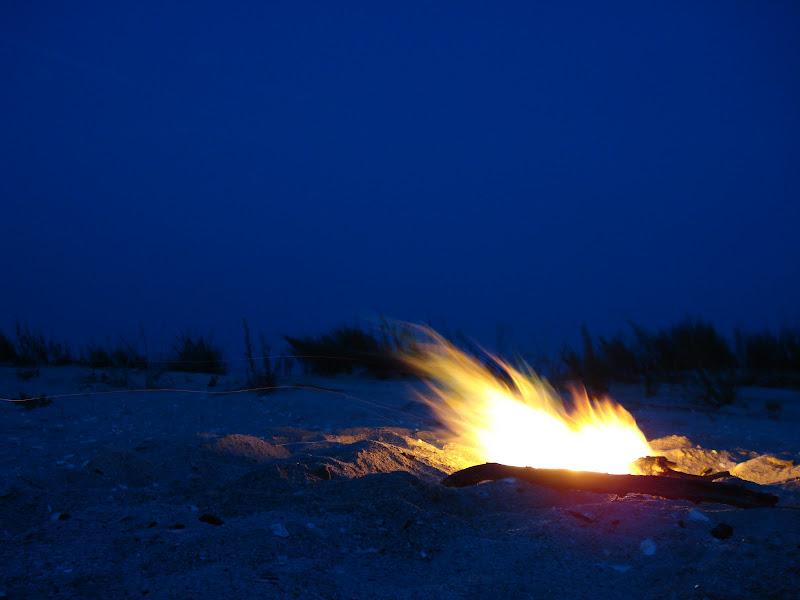 Foc de gratar pe plaja din Vadu, Romania
