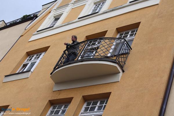 spacer iBedeker po Sopocie  - krzykacz na ulicy Haffnera