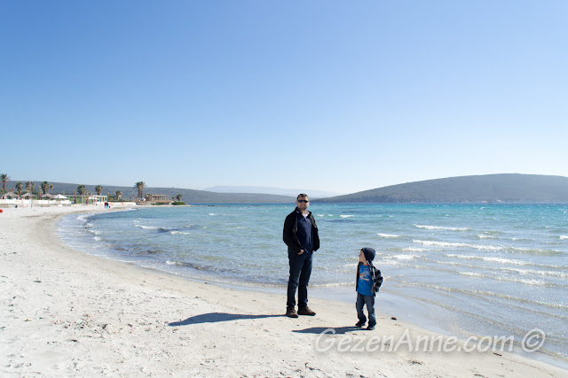 Alaçatı plajı ve dalgalı denizi, Çeşme