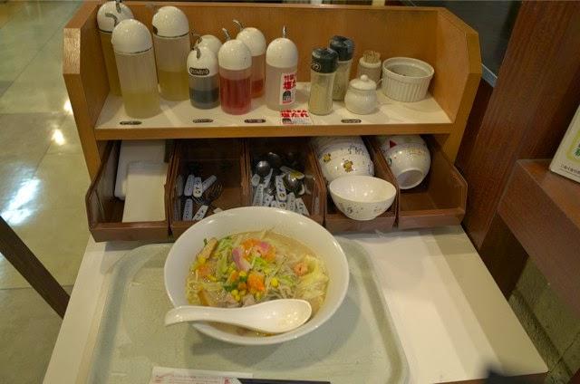 調味料とか取り皿が置かれてるところ