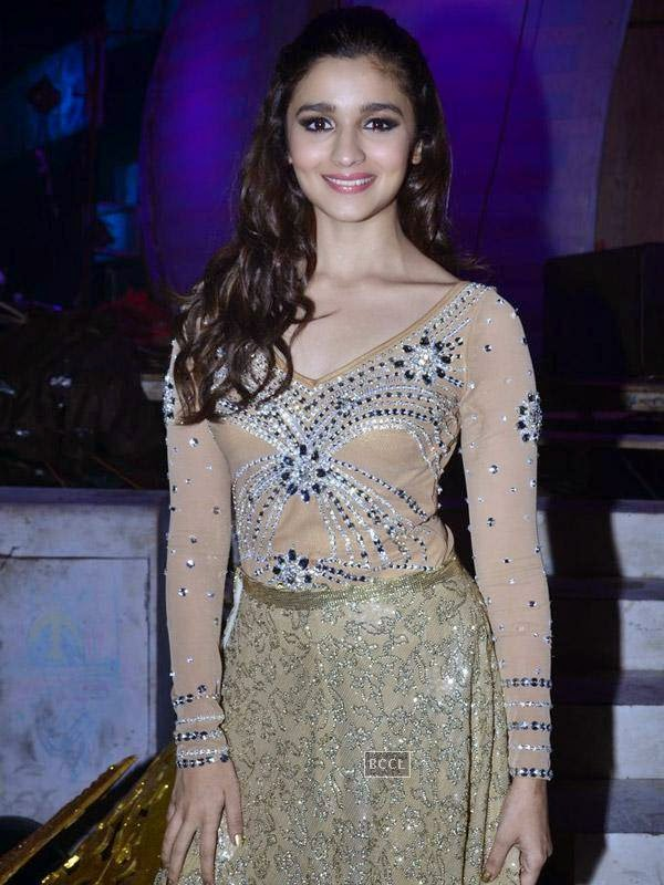 Alia Bhatt at the International Indian Achievers Awards event, held at Filmcity in Mumbai. (Pic: Viral Bhayani)