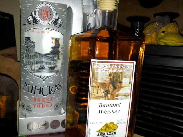 Bild von Vodka und Whiskey Flasche