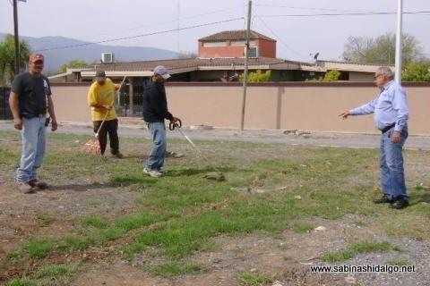 Brindan mantenimiento a bulevares de Sabinas Hidalgo