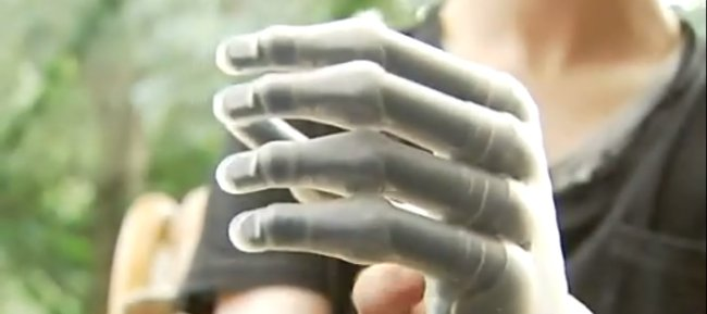 Mano biomecánica i-LIMB Pulse de Matthew James
