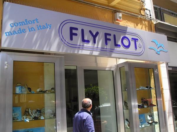 Insegna traforata con lettere a rilievo Fly Flot