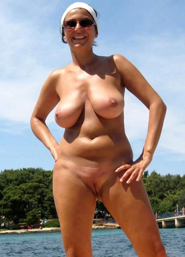 Nudist Women Photo of the Day 03/01/11 - GOOD NAKED
