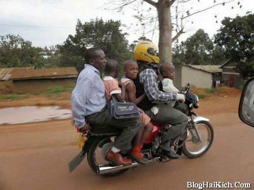 Xe máy chở người bá đạo nhất