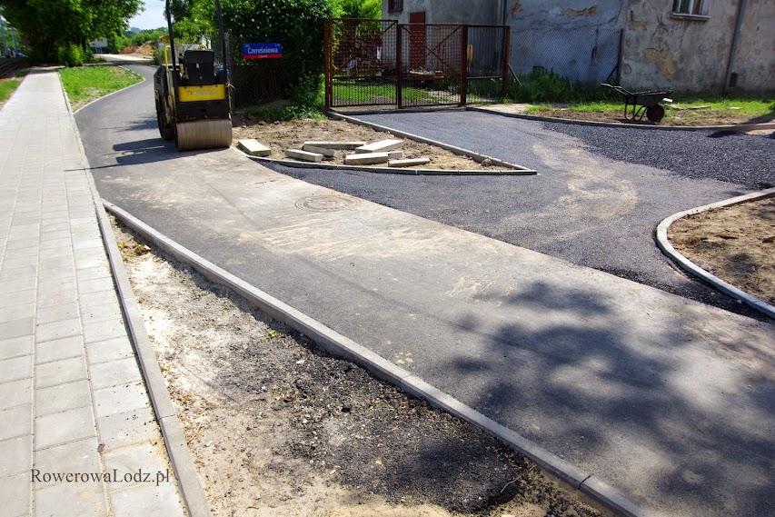 Tego typu rozwiązania przydałyby się także przy innych ulicach dochodzących do dróg dla rowerów.